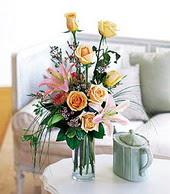 Aydın çiçek , çiçekçi , çiçekçilik  cam yada mika vazo içerisinde gül kazablanka