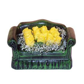 Seramik koltuk 12 sari gül   Aydın ucuz çiçek gönder