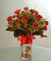 yapay güllerden vazo  9 gül  Aydın uluslararası çiçek gönderme