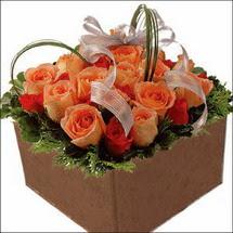 kare sandikta 11 gülllerden   Aydın çiçekçi mağazası