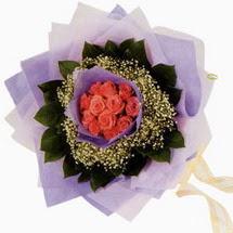 12 adet gül ve elyaflardan   Aydın çiçekçi mağazası