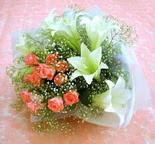 Aydın çiçek yolla  lilyum ve 7 adet gül buket