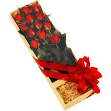 kutuda 12 adet kirmizi gül   Aydın çiçek yolla