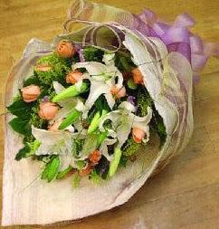 Aydın internetten çiçek satışı  11 ADET GÜL VE 1 ADET KAZABLANKA