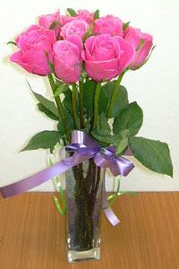 cam vazo içerisinde 11 adet gül  Aydın internetten çiçek satışı