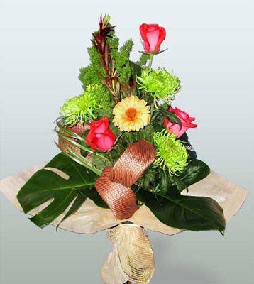 Aydın ucuz çiçek gönder  3 adet gül 4 adet gerbera çiçegi sade buket