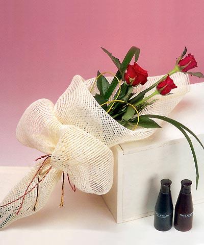 3 adet kalite gül sade ve sik halde bir tanzim  Aydın internetten çiçek siparişi
