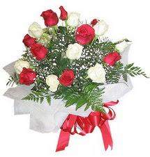 Aydın çiçek , çiçekçi , çiçekçilik  12 adet kirmizi ve beyaz güller buket