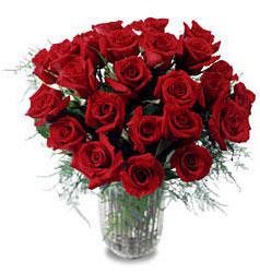 Aydın çiçek gönderme sitemiz güvenlidir  11 adet kirmizi gül cam yada mika vazo içerisinde