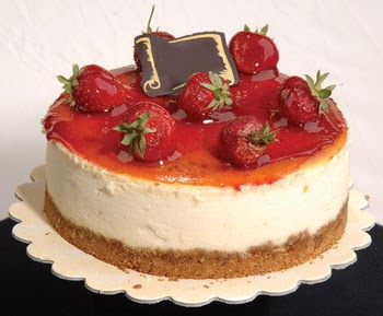 online pastaci 4 ile 6 kisilik yas pasta çilekli  Aydın çiçek siparişi sitesi