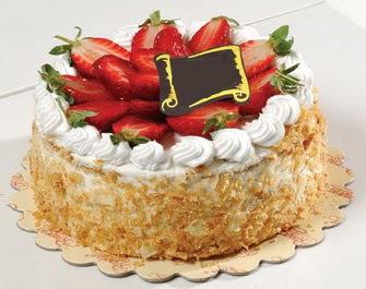 uygun pastaneler 4 ile 6 kisilik çilekli yas pasta lezzetli  Aydın çiçek siparişi vermek