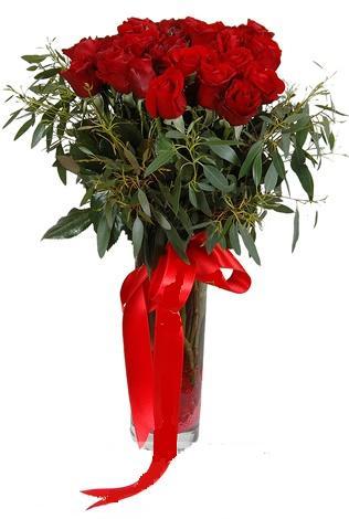 15 adet kirmizi gül cam vazo içerisinde  Aydın internetten çiçek satışı