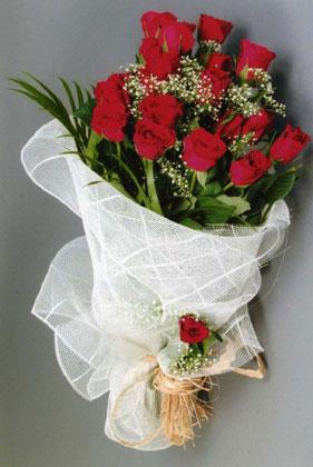 10 adet kirmizi güllerden buket çiçegi  Aydın yurtiçi ve yurtdışı çiçek siparişi