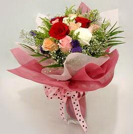 Karisik renklerde 11 adet gül buketi  Aydın çiçek gönderme