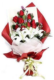 Aydın hediye çiçek yolla  9 adet gül 2 adet kazablanka buketi