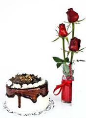 Aydın çiçek siparişi vermek  vazoda 3 adet kirmizi gül ve yaspasta