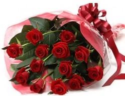 Aydın anneler günü çiçek yolla  10 adet kipkirmizi güllerden buket tanzimi