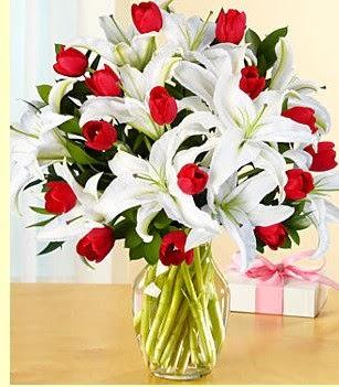 Aydın çiçek siparişi sitesi  3 kazablanka 10 kırmızı gül vazosu