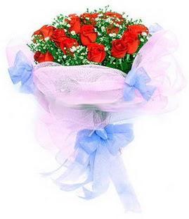 Aydın çiçek siparişi sitesi  11 adet kırmızı güllerden buket modeli