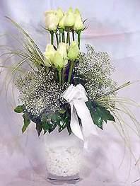 Aydın online çiçek gönderme sipariş  9 adet vazoda beyaz gül - sevdiklerinize çiçek seçimi