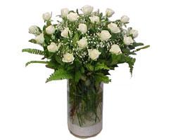 Aydın yurtiçi ve yurtdışı çiçek siparişi  cam yada mika Vazoda 12 adet beyaz gül - sevenler için ideal seçim
