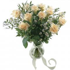 Vazoda 8 adet beyaz gül  Aydın 14 şubat sevgililer günü çiçek