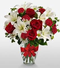 Eşsiz vazo tanzimi güller kazablankalar  Aydın online çiçek gönderme sipariş