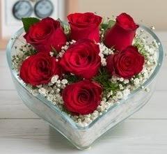 Kalp içerisinde 7 adet kırmızı gül  Aydın çiçek gönderme sitemiz güvenlidir