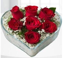 Kalp içerisinde 7 adet kırmızı gül  Aydın çiçek servisi , çiçekçi adresleri