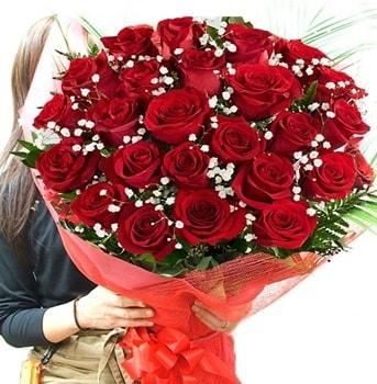 Kız isteme çiçeği buketi 33 adet kırmızı gül  Aydın çiçek gönderme sitemiz güvenlidir