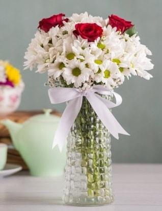 Papatya Ve Güllerin Uyumu camda  Aydın çiçek gönderme sitemiz güvenlidir